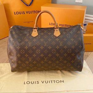 ♥️SPEEDY 40♥️Authentic Louis Vuitton Hand Bag!